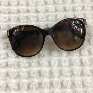 Accessories - Tortoise shell Sunglasses With metal Accent